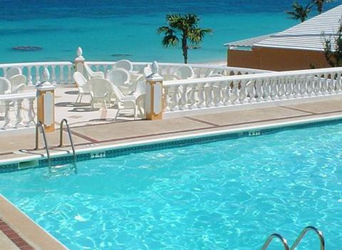Coco Reef Bermuda Pool
