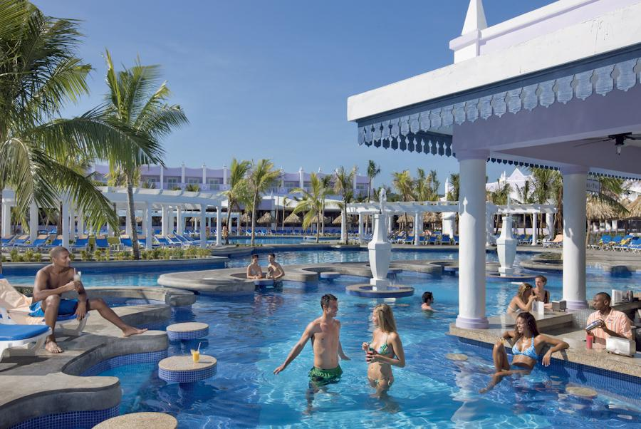 Riu montego bay for Chicken in swimming pool