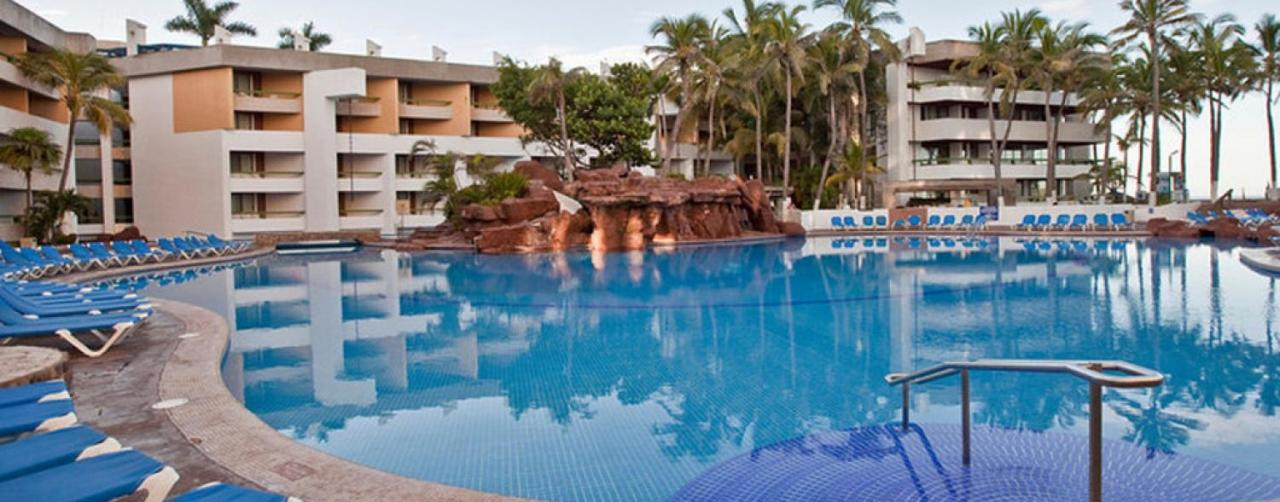 Mazatlan Mexico Moro_pool_side_r El Cid El Moro Beach Hotel