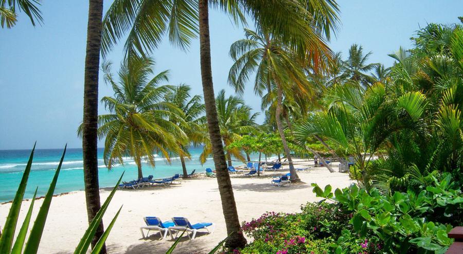 Coconut Court Beach Hotel 1