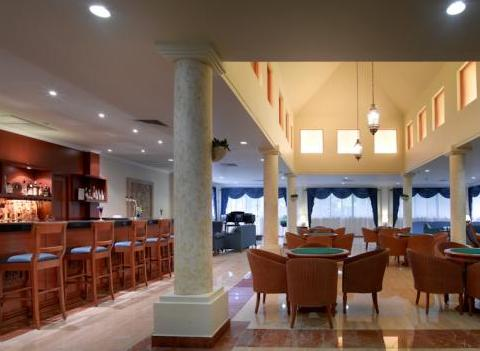 Grand Palladium Colonial Kantenah Bar 1