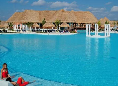 Grand Palladium Colonial Kantenah Pool 1