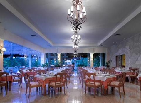 Grand Palladium Colonial Kantenah Restaurant 36