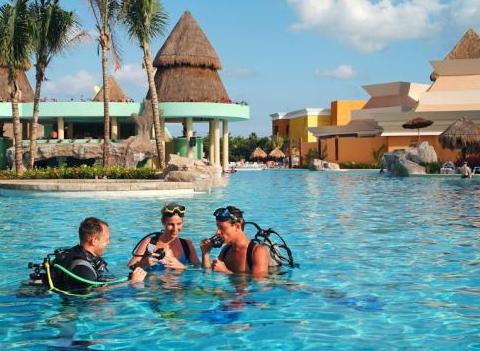 Iberostar Paraiso Maya Water Sports Scuba Lesson In Pool