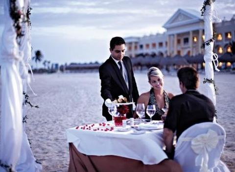 Romantic Dinners At Grand Hotel Paraiso Amenities